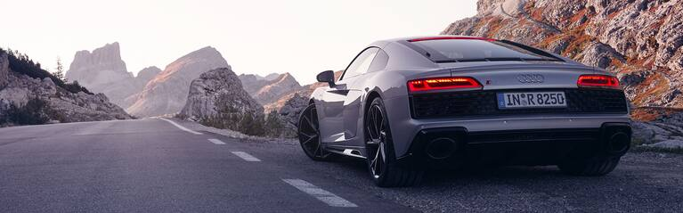 Rearview Audi R8 Coupé V10 RWD